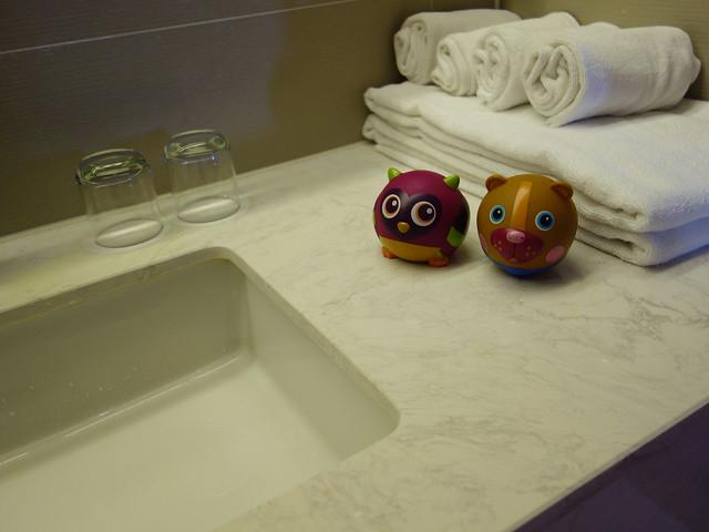 瑞士品牌Oops的貓頭鷹、大熊、烏龜、蝸牛組合,不過沒有浴缸耶@_@ 我以為這種玩具要配澡盆玩?@捷絲旅高雄中正館HAPE主題家庭遊戲房