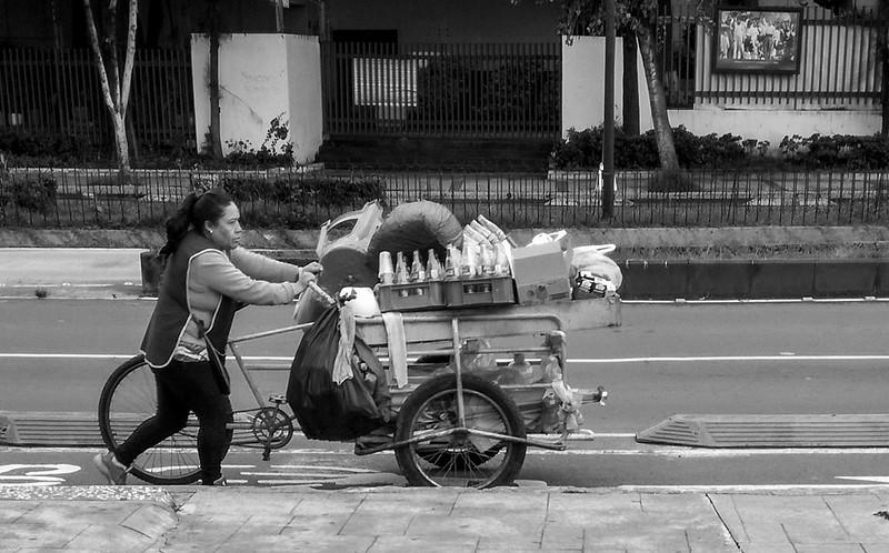 Vendedora ambulante. Inicio de semana