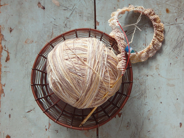 клубок и начало резинки | yarn ball in the yarn bowl, beginning of ribbing