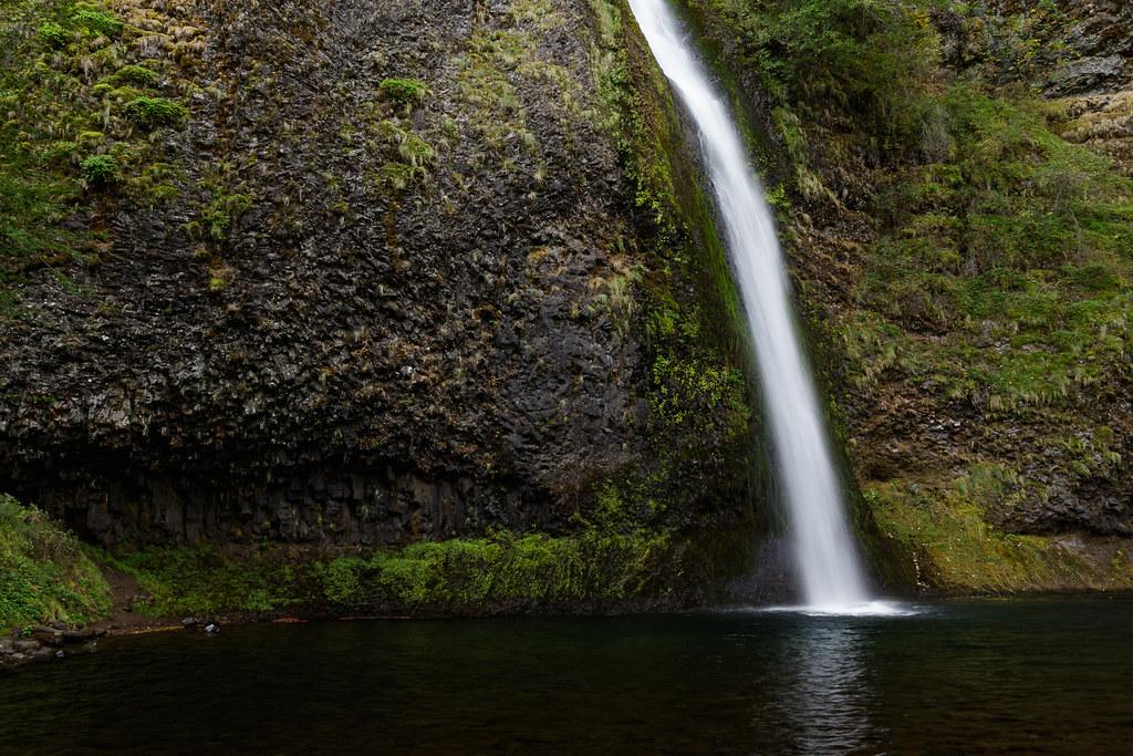 Horsetail Falls plunges past basalt
