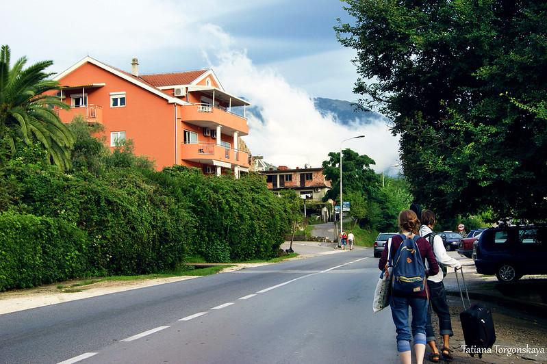 Туристы на окраине Тивата