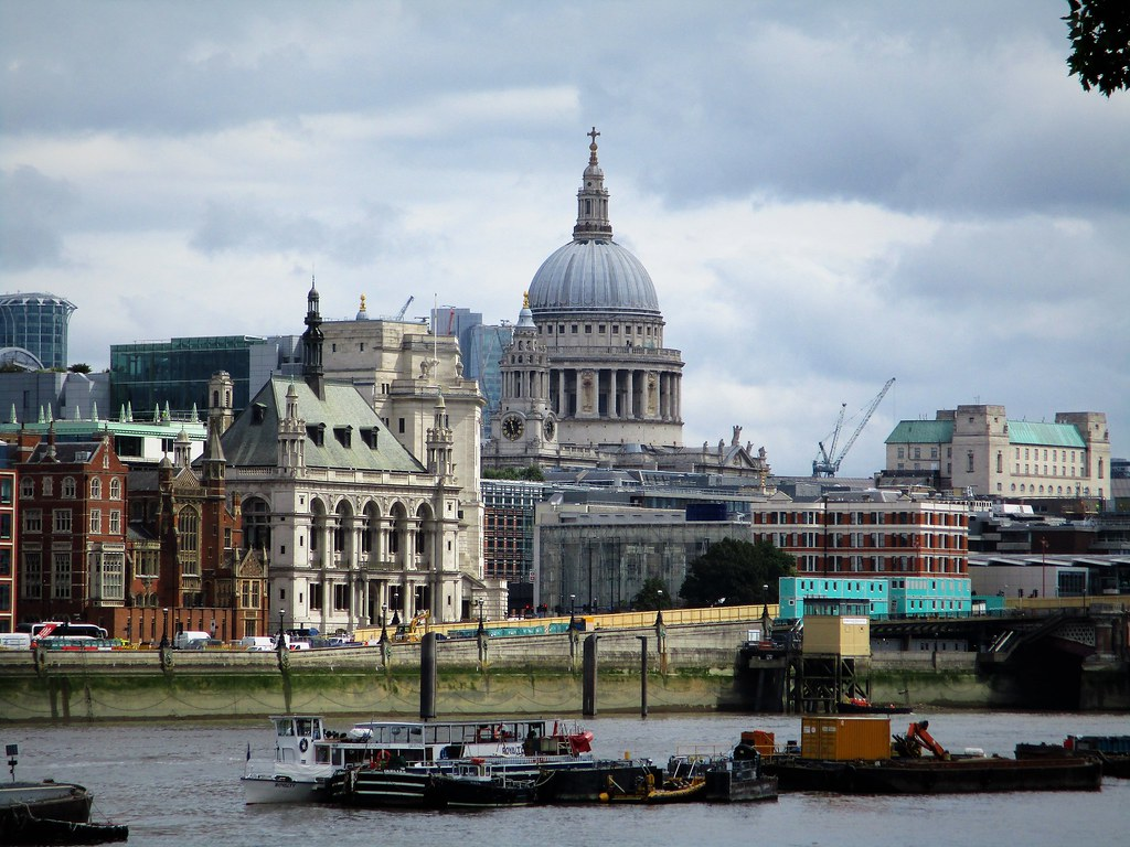 St Paul's and Locale