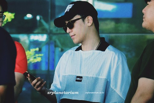 Seungri Arrival from Bali 2017-08-14 (26)