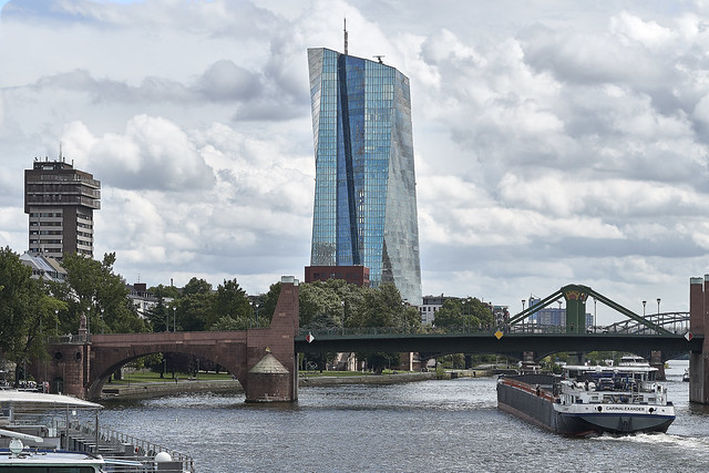 Europäische Zentralbank zentral im Foto