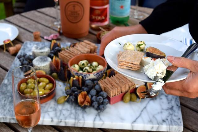 Sharing a Soft Cheeseboard | www.rachelphipps.com @rachelphipps