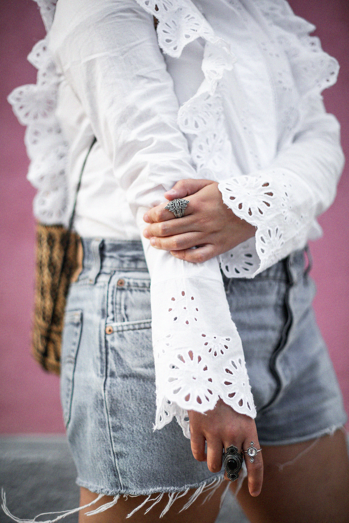 pañuelo-cabe-zacamisa-volantes-shorts-levis-outfit-myblueberrynighsblog-lisboa10