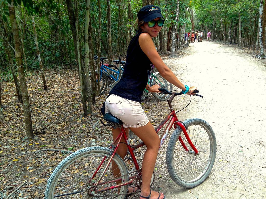 Cobá en bici