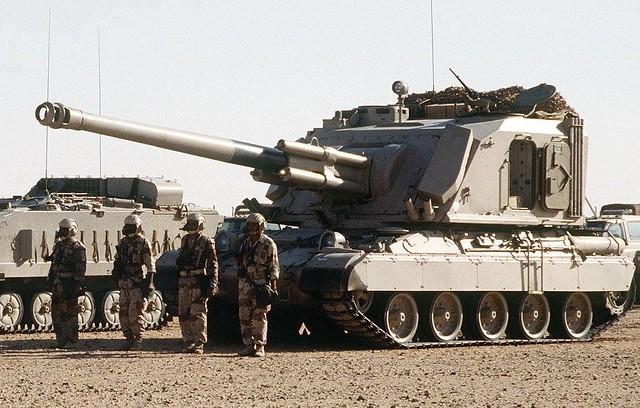 ΑΜΧ-30 με πύργο Α/Κ πυροβόλου της γαλλικής GIAT (νυν Nexter) και πυροβόλο Mk F3 των 155 που υπηρετεί στην ρυμουλκούμενη έκδοση με την ΕΦ. Οι μετατροπές είναι ελάχιστες και η εταιρία προσφέρει πύργο με βελτιωμένα χαρακτηριστικά, τον AUF2