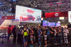 Schlange vor der Need For Speed Payback Gaming-Ecke - Gamescom 2017, Köln
