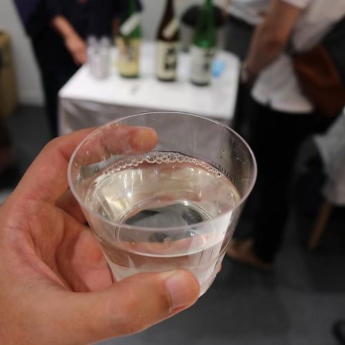 迷った末、「山の壽 特別純米 雄町」をいただくことに。久しぶりに、心底美味しい日本酒だー。しかも、この量で300円!