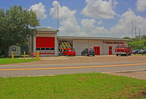 firehousecenter 101firstavenuenortheast 1011stavene ruskin florida fl walnutfd walnutfiredept walnutfiredepartment fireengine2561 fireengine firetruck ford300 boardmancustomcab boardman customcab firehouseculturalcenter fccid195356 betweeneshellpointrd2ndstne eastshellpointroad secondstreetnortheast nearsouthtamiamitrail nearusroute41 us41 route41 nearstamiamitrail enginehouse