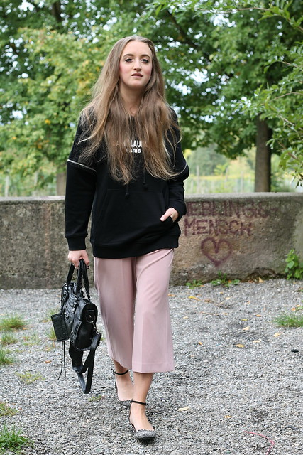 hoodie-and-culottes-whole-outfit-walk-wiebkembg