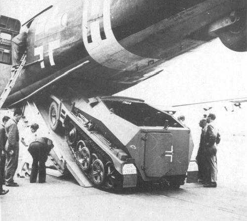 Sd.Kfz 250 in Junkers Ju-90