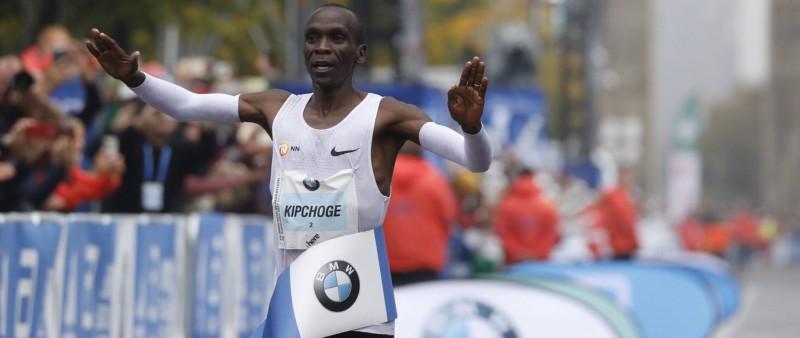 Berlínský maraton vyhrál Kipchoge za 2:03:32