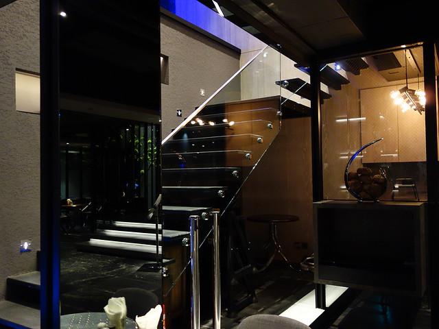 通往點心吧的樓梯@高雄喜達絲飯店