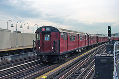 NYC Subway - Bronx Redbirds - East Tremont Ave./West Farms Sq. - R-33 9085