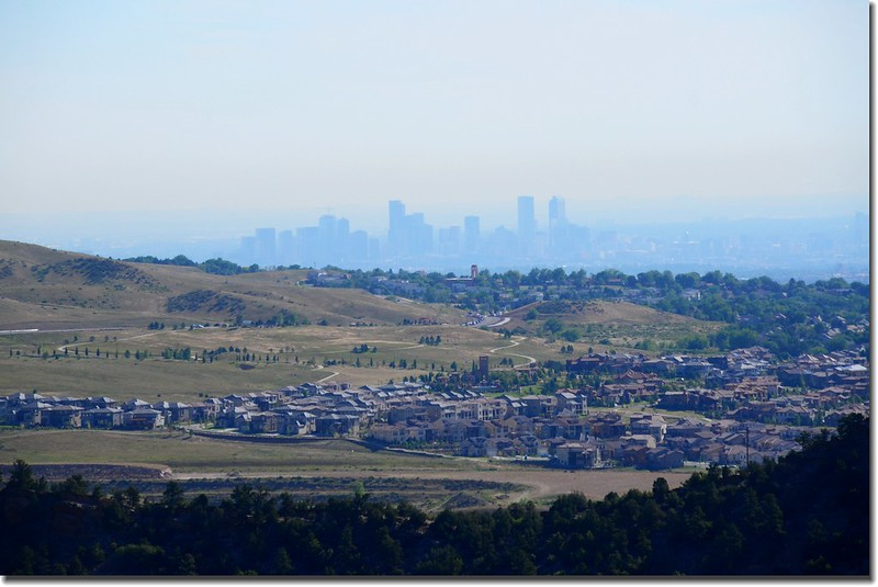Overlooking east at Denver downtown from Red Rocks Park