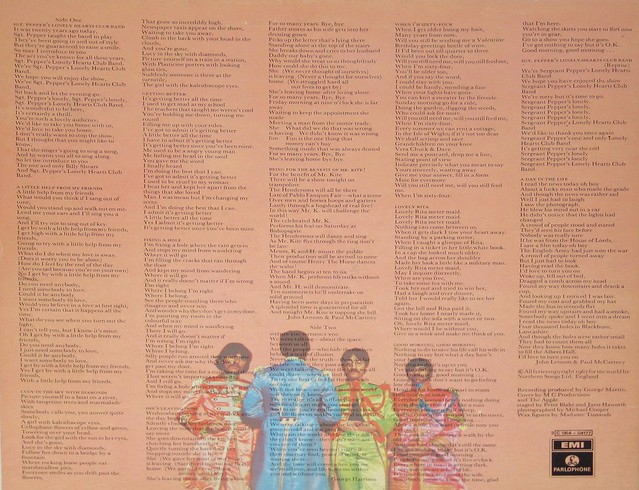 Beatles Sgt Pepper's Lonely Hearts Club Band Italy with Cut-outs page