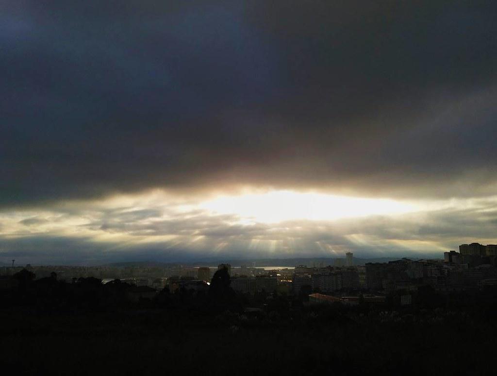 Cielo especial para este especial día 5. #fromthesky #september5 #95 #sunrise #Coruña #sky #clouds #phonephoto #photography