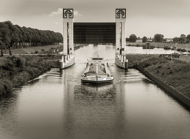 Through the Lock with, Sony ILCE-6000, Sony E PZ 18-105mm F4 G OSS
