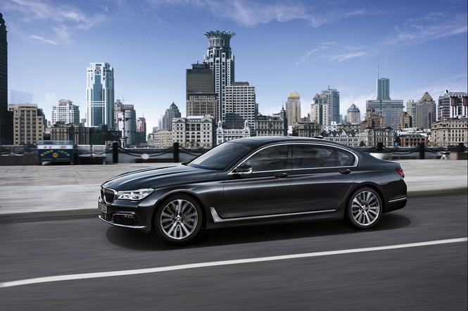 [新聞照片一] BMW總代理汎德以實際行動共襄盛舉,贊助200輛BMW大7系列頂級豪華旗艦房車,打造世大運專屬安全貴賓車隊