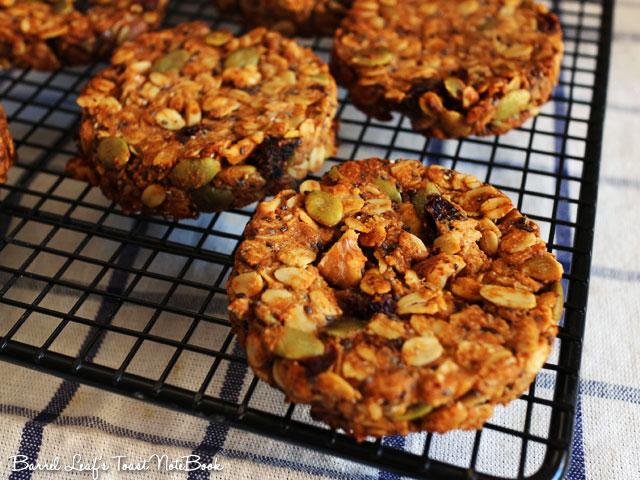 【食譜+實作影片】全素小荳蔻奇亞籽燕麥餅乾 Vegan Cardamom Chia Oatmeal Cookies│厚實滿足營養