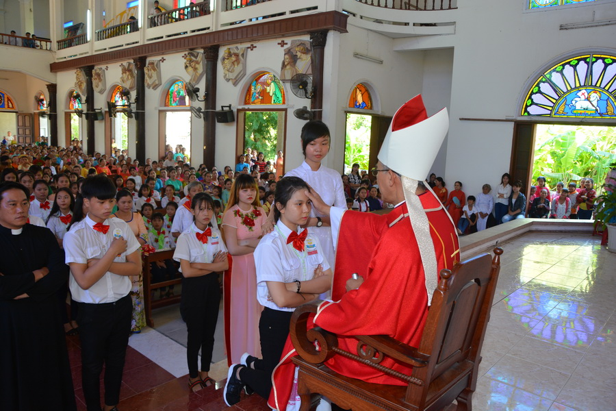 Thánh lễ ban bí tích thêm sức tại Giáo xứ Gò Thị