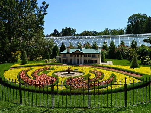 np round garden
