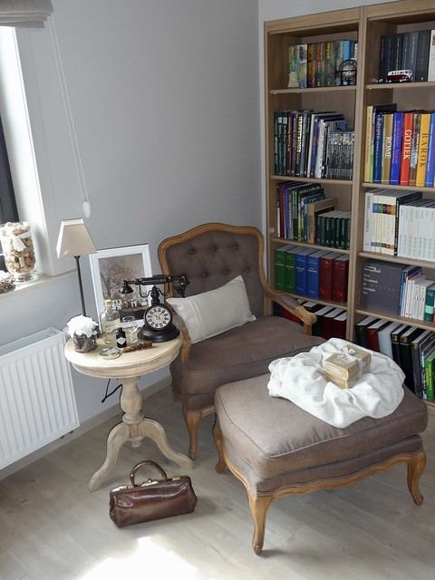 Fauteuil boekenkast wijntafeltje