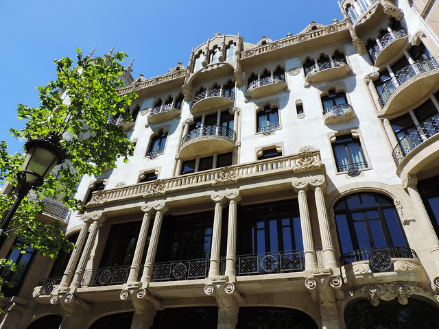 Architecture Guide To Barcelona: Barcelona, Spain