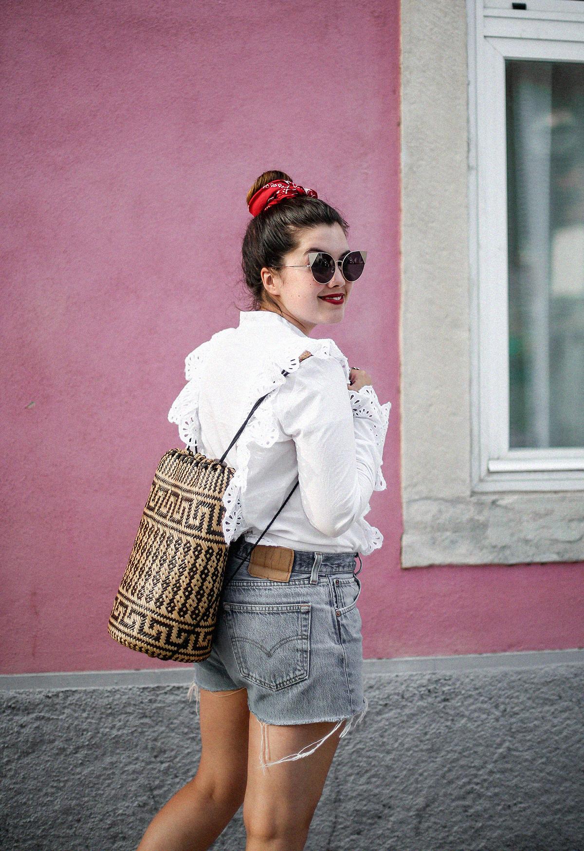 pañuelo-cabe-zacamisa-volantes-shorts-levis-outfit-myblueberrynighsblog-lisboa8