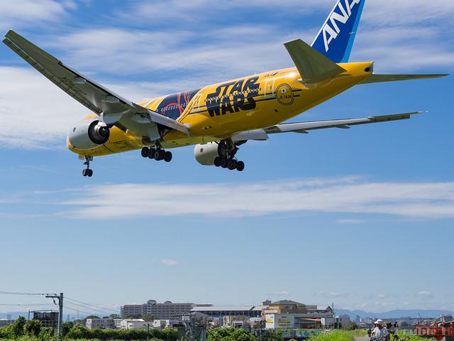 Itami Airport 2017.8.3 (24) JA743A / C-3PO ANA JET (B777-200)