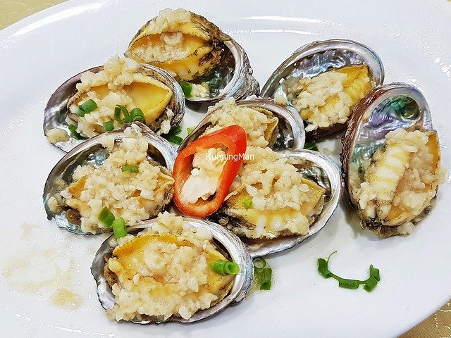 Abalone Steamed With Garlic