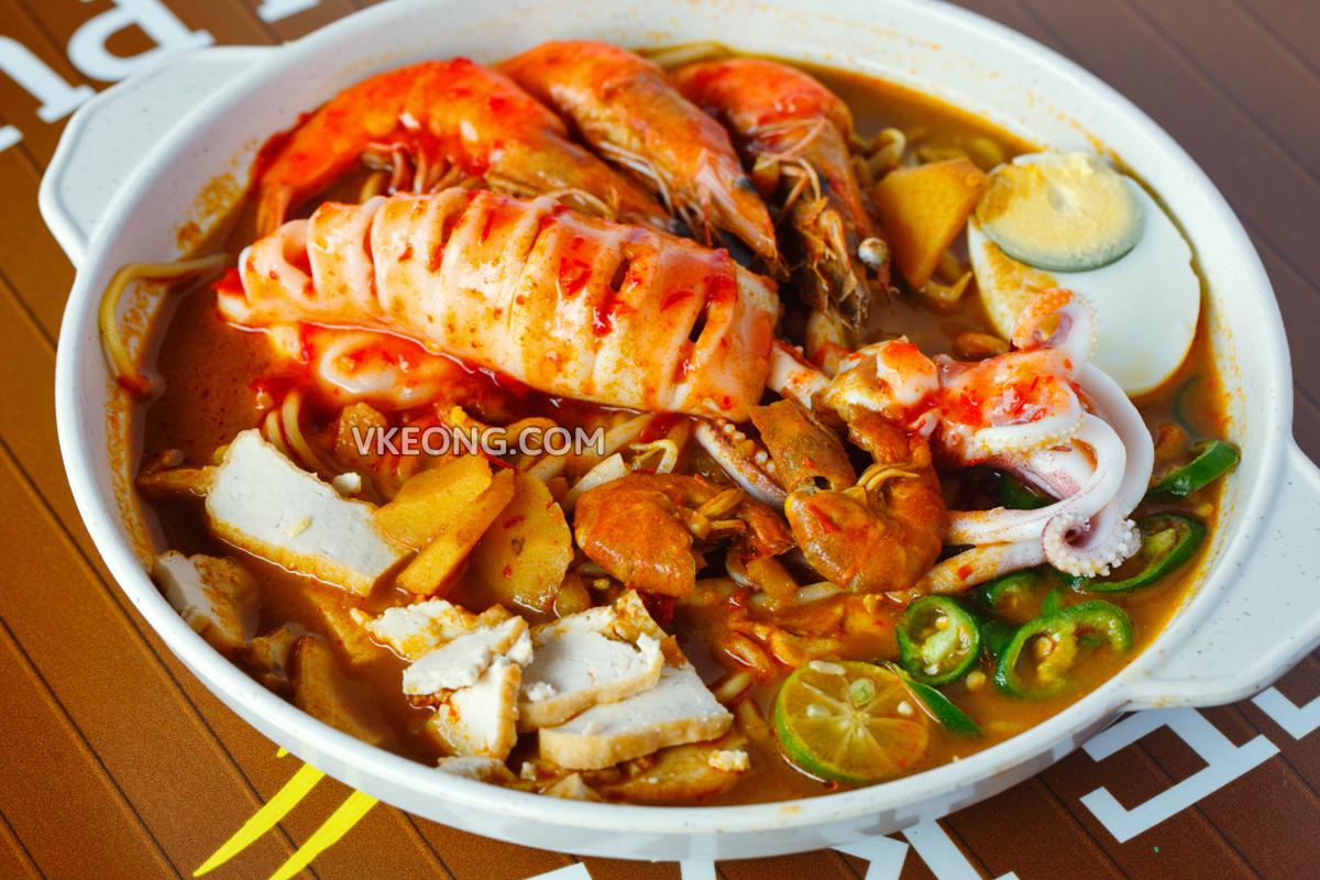 Special Seafood Mee Kari Sg Putat Melaka