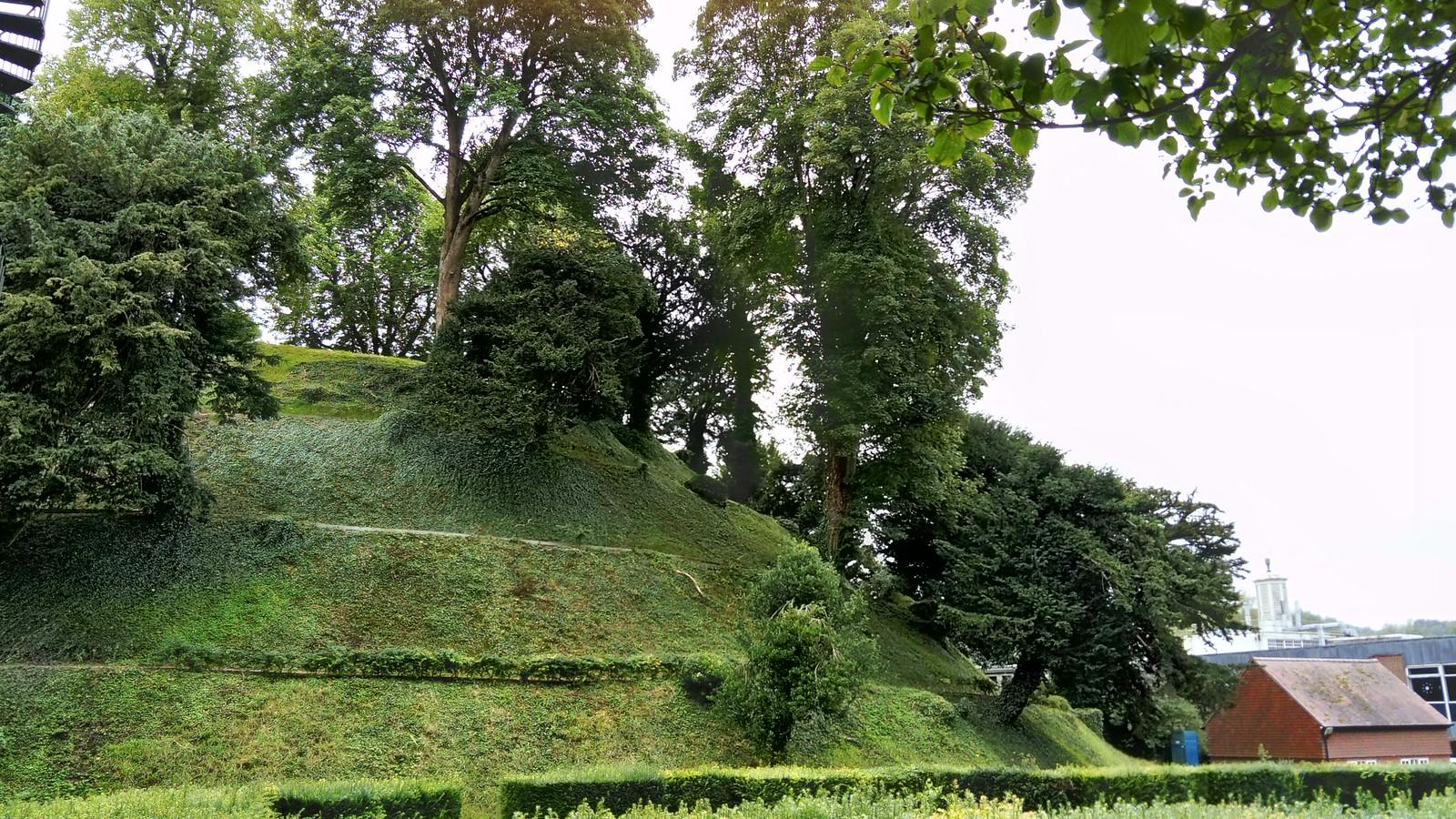 Marlborough Mound SWC Walk 255 Pewsey or Marlborough Circular via Avebury