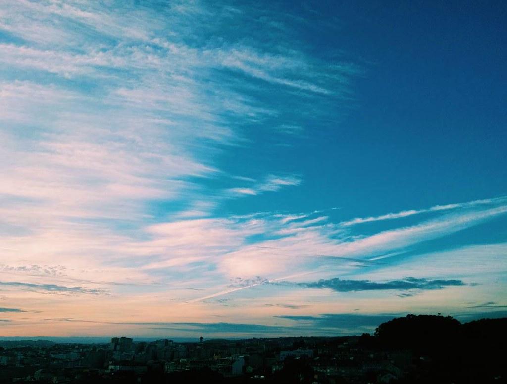 El cielo este domingo por la mañana. Fotos de domingo 2017. 36/53 #fotosdedomingo_2017 #Coruña #sky #summer2017 #vsco #photography #phonephoto #Coruña