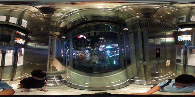 Bistro 98大樓電梯