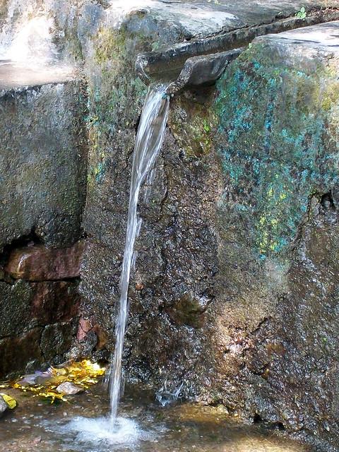 मुडाला दोगी गाँव की पुनर्जीवित जलधारा