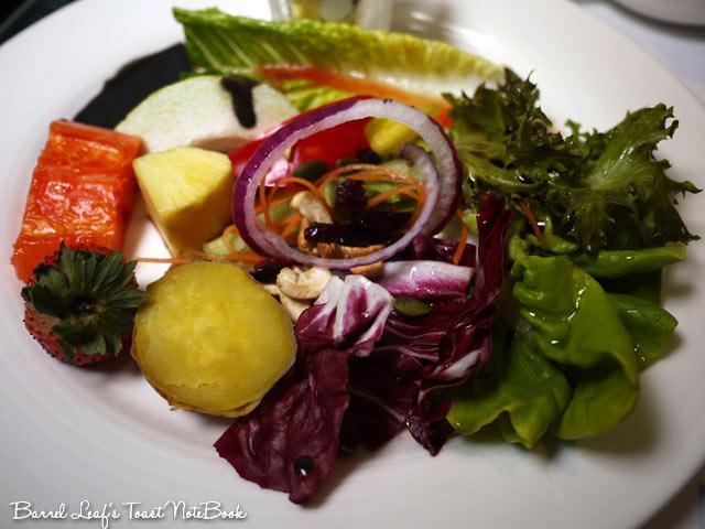 ambassador-hotel-aqua-lounge-buffet (27)