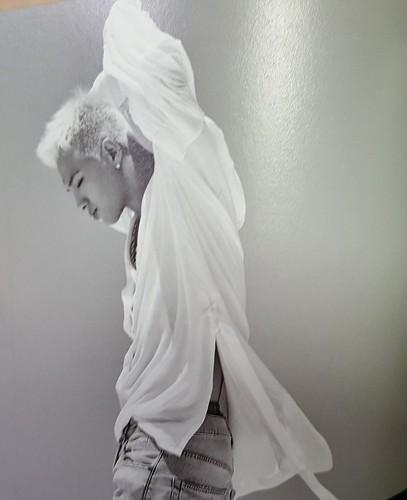 Taeyang WHITE NIGHT RED Edition (19)