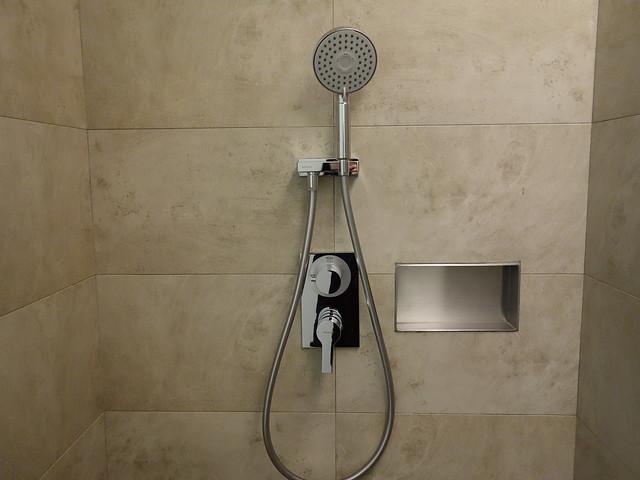 洗沐用品可以放在浴室裡隨手取用@高雄喜達絲飯店