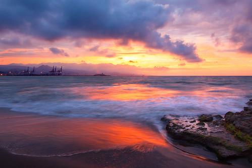 9912 amanecer playadelamisericordia playa mediterráneo quino quinoal málaga nubes rocas sunrise