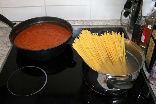 01 - Spaghetti with minced meatpeas tomato sauce - Cooking / Spaghetti mit Hackfleisch-Erbsen-Tomatensauce - Zubereitung