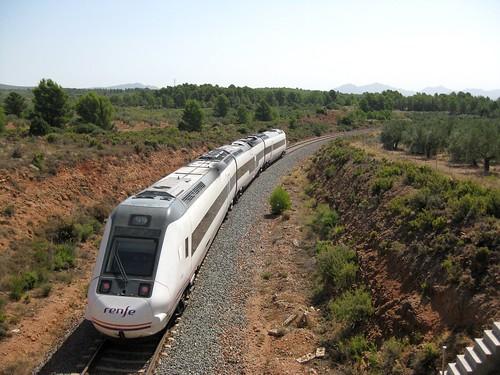 Tren de media distancia de Renfe (Zaragoza Miraflores-Valencia) a su paso por CAUDIEL (Castellón)