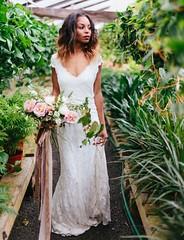 Tendance Robe du mariée 2017/2018 – Pantone Greenery Inspiration // lace wedding dress…
