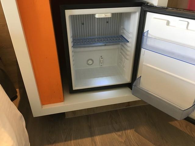 小小的冰箱,空空的@宜蘭捷絲旅礁溪館