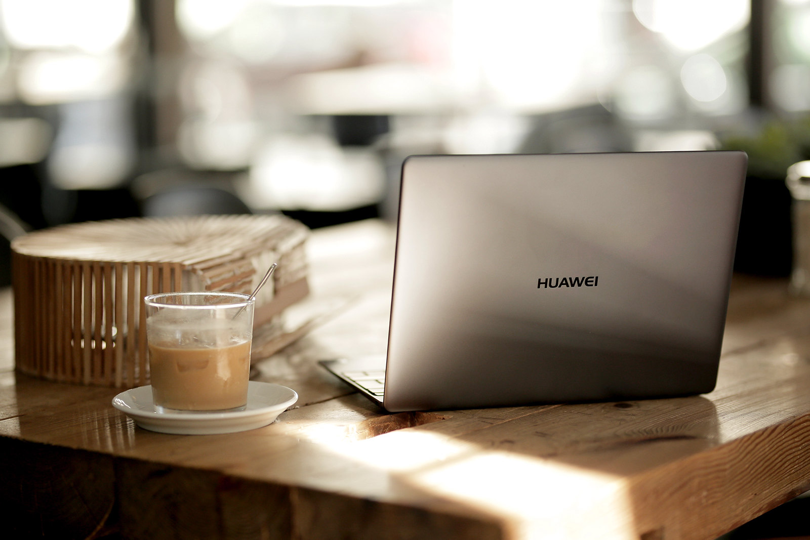 HUAWEI MateBook X laptop notebook mobile workstation digital nomad influencer blogger working business cats & dogs modeblog fashionblogger ricarda schernus düsseldorf max bechmann fotografie film berlin bloggers modeblog 9