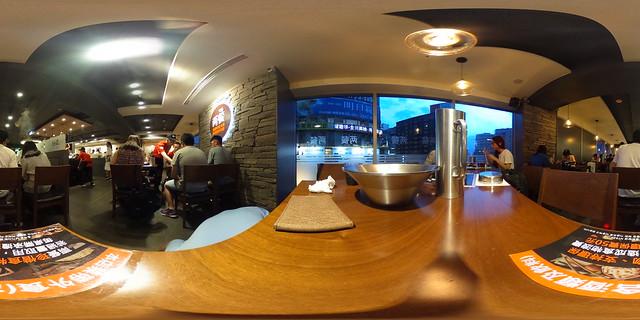 兩餐韓國年糕火鍋餐桌