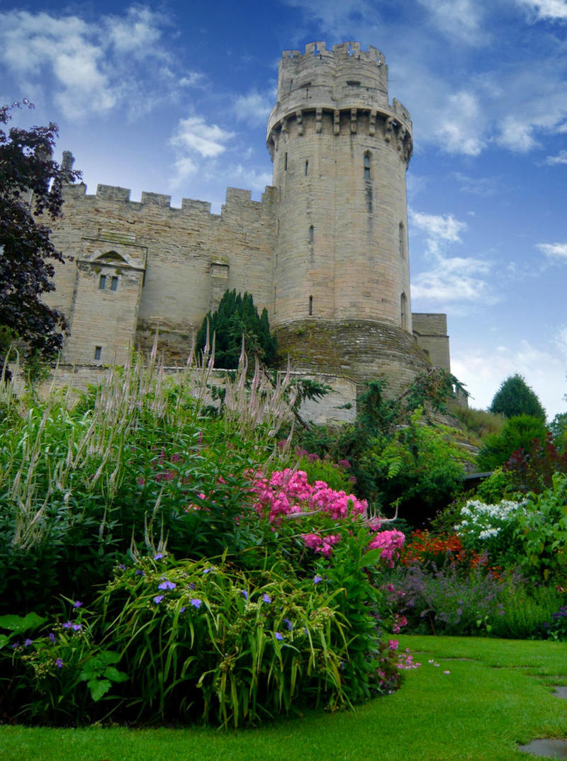Warwick Castle from The Mill Garden. Credit Jessica Spengler