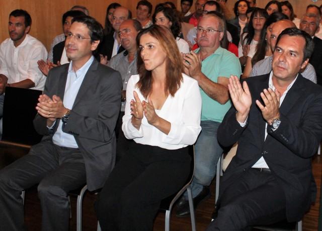 Patrícia Sacramento ao centro _candidata UF Esmeriz e Cabeçudos